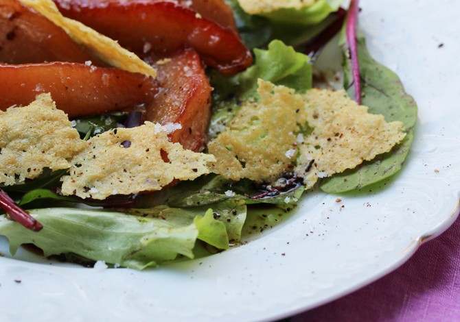 Mixed greens, roasted pears & parmesan biscuits