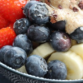 Spelt flakes, fruits & almond butter